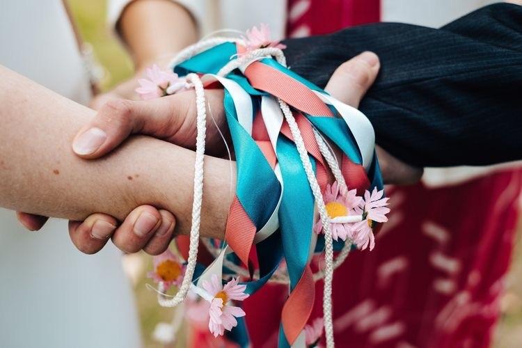Il rito dei nastri, del legame delle mani o handfasting